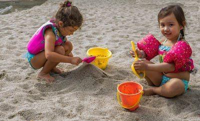 Vakantie-spelen-strand-schepje-emmertje
