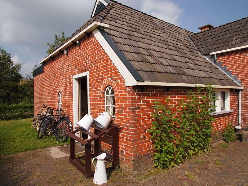 Huis achterom achterdeur dorp opgroeien vroeger