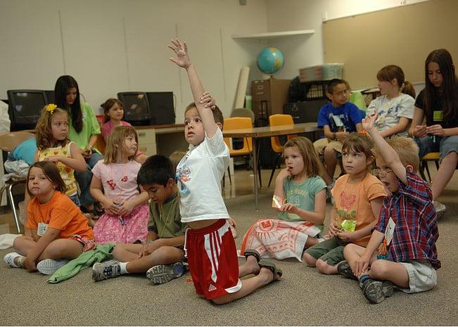 Kinderen klas vragen handen vingers spreekbeurt