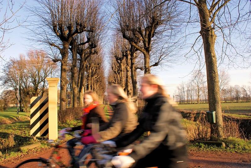School fietsen dorp opgroeien vroeger
