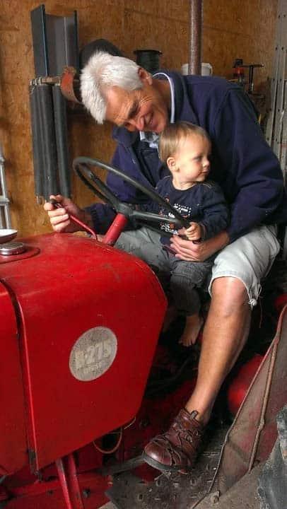 Op bezoek bij oma en opa traktor.webp