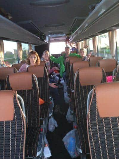 Vroeger heel gewoon busreis verstoppen school