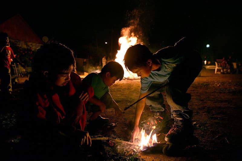 Fikkie stoken kinderen vuur brand