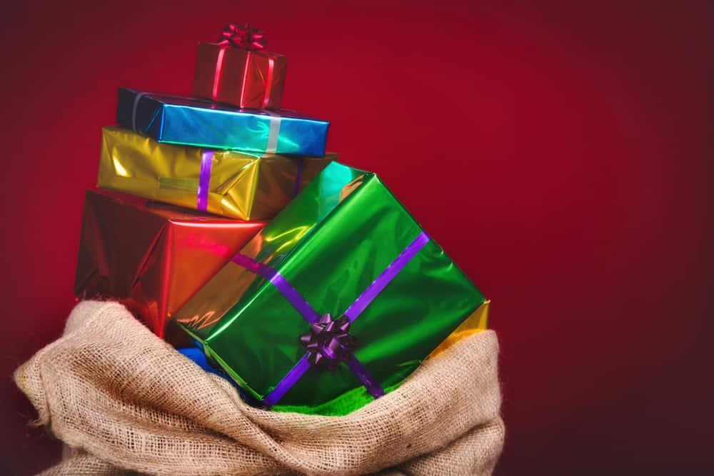 Sinterklaas zak cadeaus vroeger