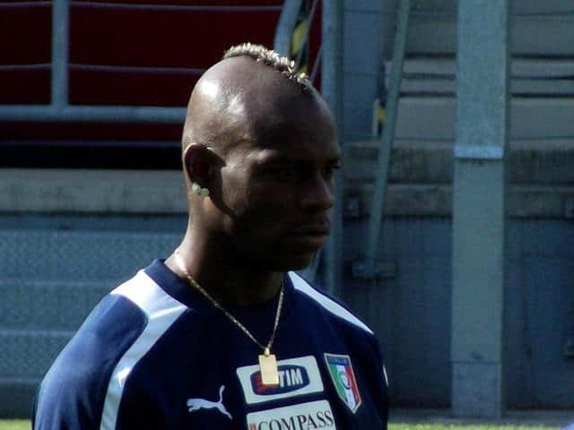 Super Mario Balotelli voetballer kapsel