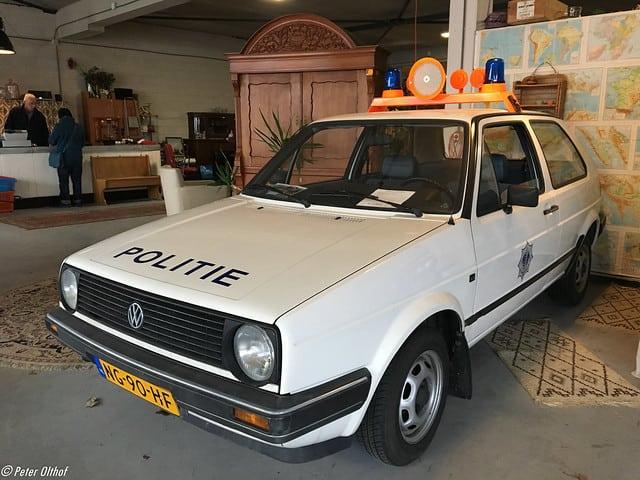 Politie auto wagen volkswagen golf vroeger straatbeeld veranderd