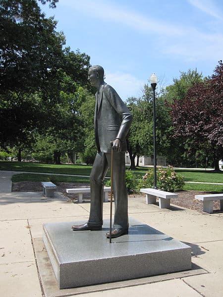 Robert Wadlow standbeeld