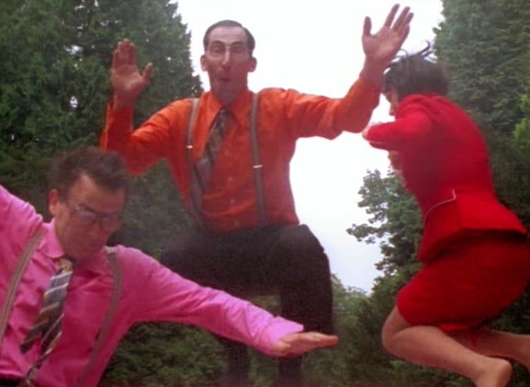 Roos en haar mannen Villa Achterwerk springen